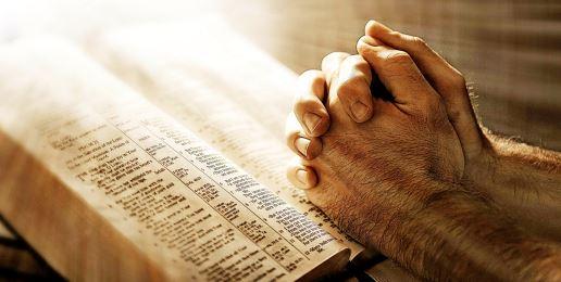 christians-in-prayers